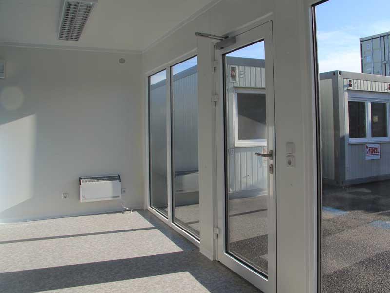 sonderangebote hochwertiger verkaufsshop mit schaufensterfront menzl gmbh. Black Bedroom Furniture Sets. Home Design Ideas