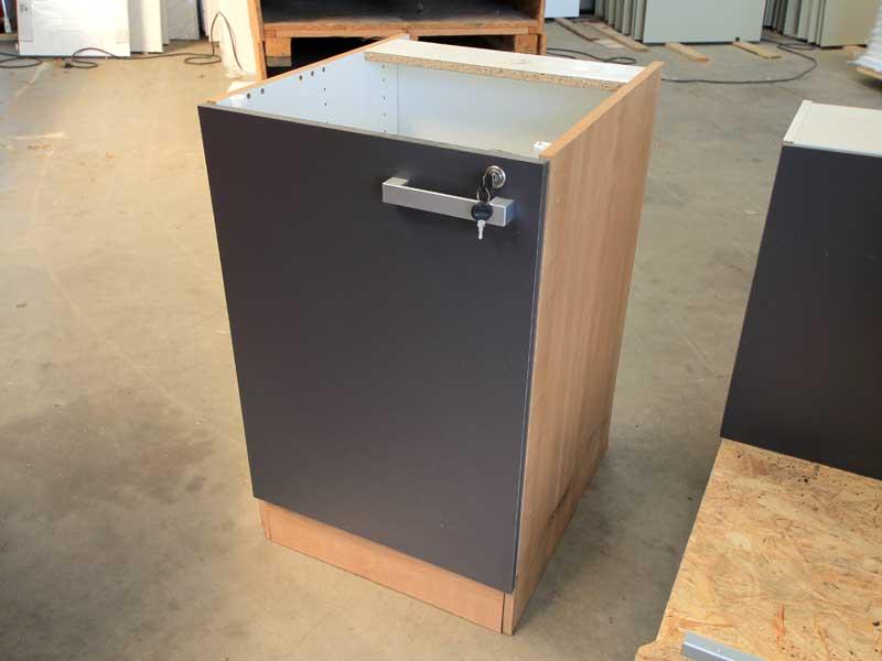 sonderangebote gebrauchte k che inkl k hlschrank und h ngeschr nke menzl gmbh. Black Bedroom Furniture Sets. Home Design Ideas
